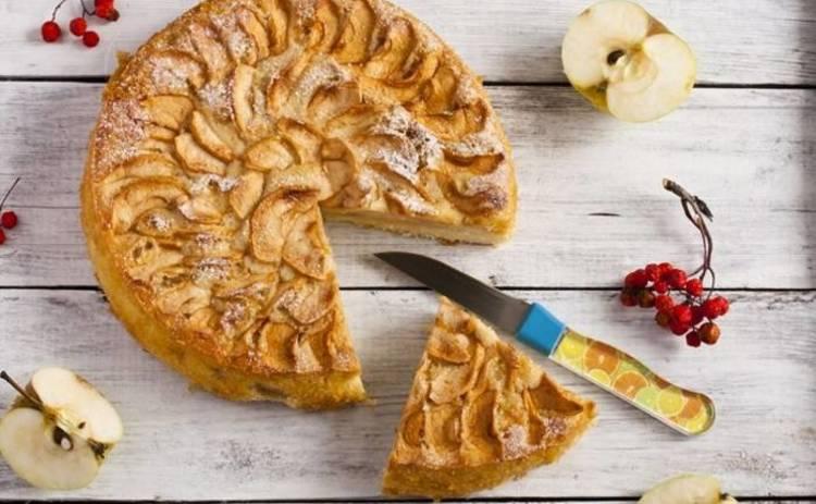 Рецепт воздушной яблочной шарлотки: простой пирог за 30 минут