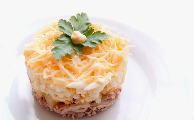 Слоеный салат с ананасами и грибами «Этюд» для особенного события