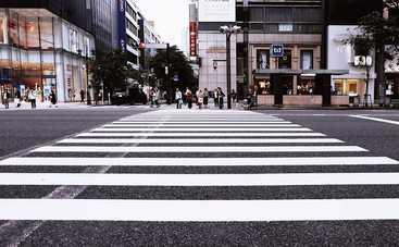 В чем заблуждаются пешеходы: водители должны это знать