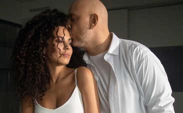 Медовый месяц: пикантные фото Насти Каменских в бикини и в объятиях мужа взорвали Сеть