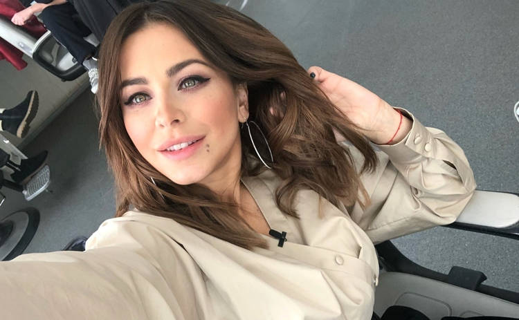 Ани Лорак взорвала Сеть снимком без нижнего белья: «Куда еще сексуальней»