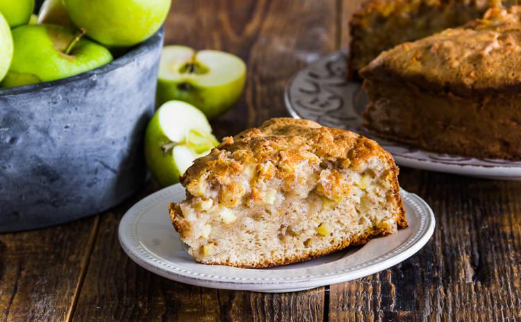 Когда нет времени: ленивый пирог с яблоками и корицей (рецепт)