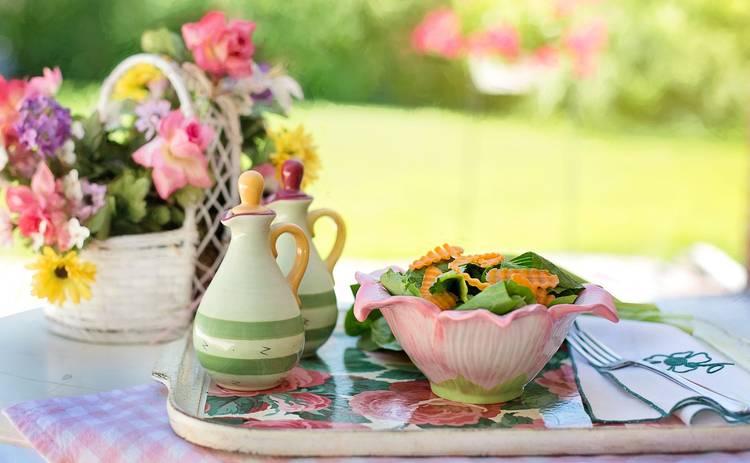Салат с крабовыми палочками, рисом и овощами «Валенсия» (рецепт)