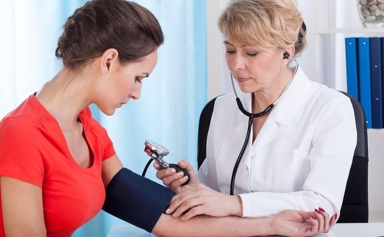 На какой руке следует измерять артериальное давление?