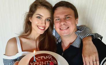 Жена Дмитрия Комарова призналась, сменила ли она фамилию после свадьбы