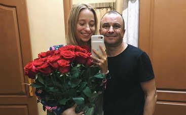 «Свадьба не планируется»: Младшая на 29 лет возлюбленная украинского музыканта опровергла слухи о помолвке