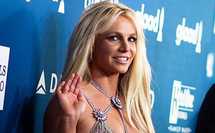 Бритни Спирс опять облачилась в наряд на два размера меньше