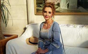 Вау! Оксана Марченко ошарашила эффектным фото в платье без белья