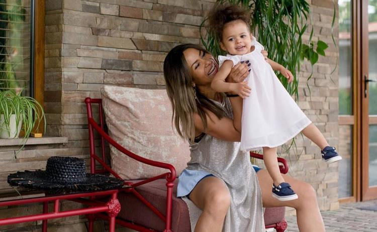 Гайтана преподнесла дочке необычный подарок на 2-летие: хитрые родители
