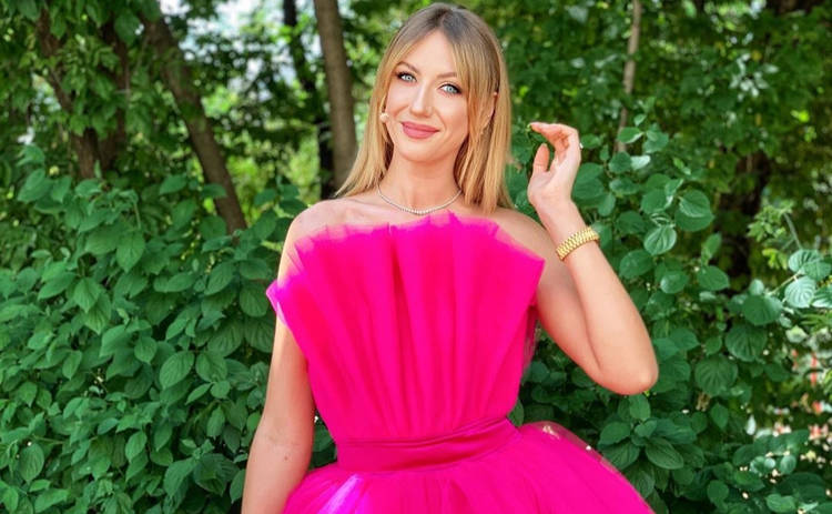 Леся Никитюк сменила платья на бикини