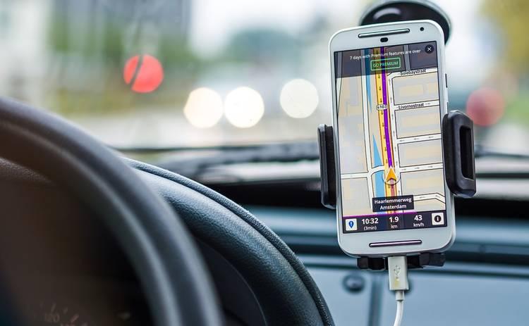 Заряжать гаджеты в автомобиле вредно: в чем кроется причина проблемы