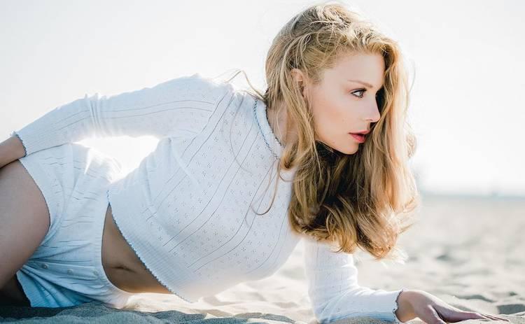 Тина Кароль оголила грудь в полупрозрачном наряде: «Неземная красота»