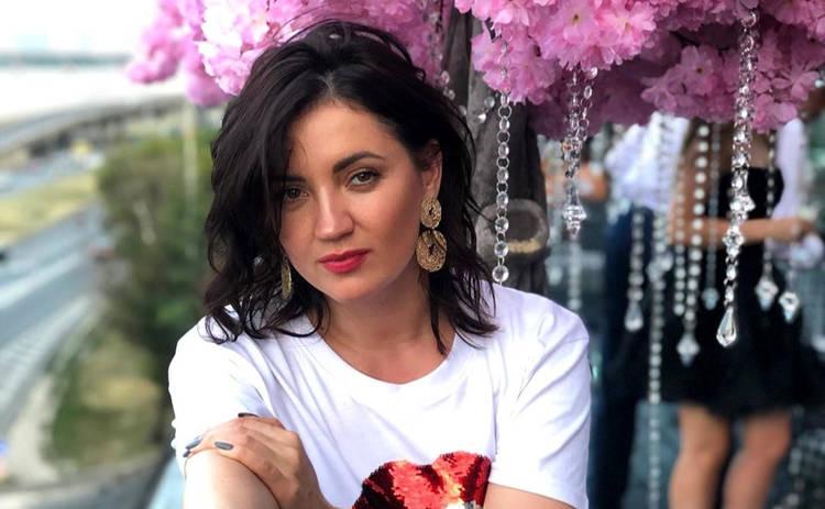 Оля Цибульская нарвалась на волну критики, засветив упругие ягодицы в чулках с подтяжками