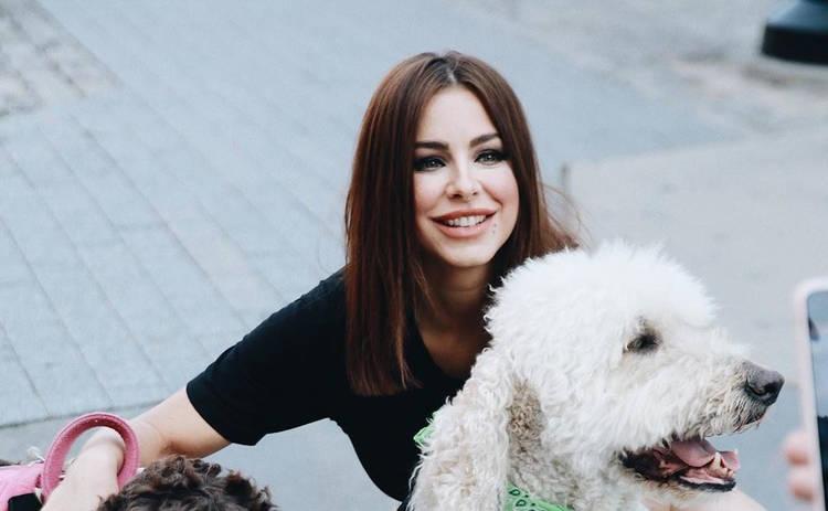 Ани Лорак намекнула на беременность: поклонники заинтригованы
