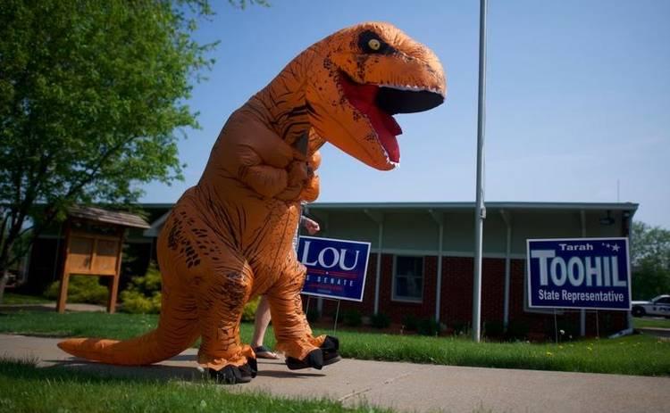 Вы должны это увидеть! Американцы устроили забег тираннозавров