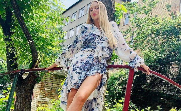Оля Полякова засветила пышный бюст в латексном наряде: «Горячая штучка»