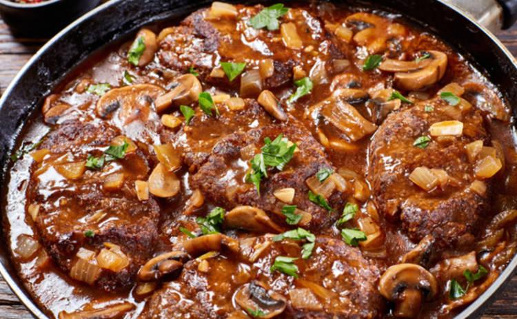 Бифштекс с гарниром - настоящий мужской ужин (рецепт)
