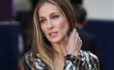 «Совсем не стареет»: Известная 54-летняя актриса продемонстрировала идеальную фигуру в купальнике