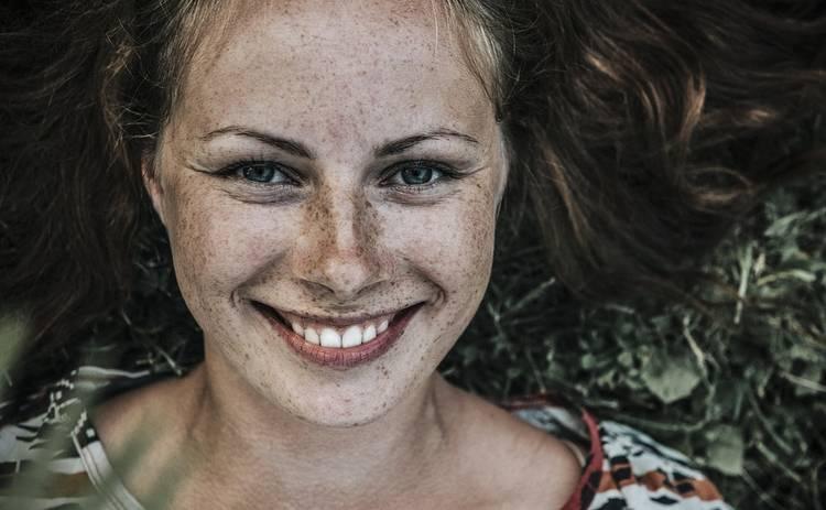 Фейсбилдинг научит вас красиво улыбаться: чем полезна зарядка для лица