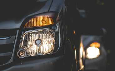 Водителей будут штрафовать за неправильный цвет «поворотников»