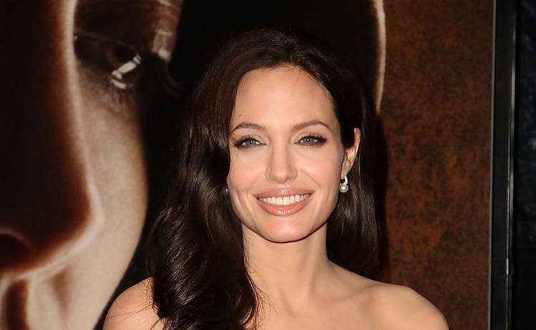 Красивая и счастливая: Анджелина Джоли порадовала фанатов редким публичным выходом