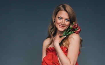 44-летняя Татьяна Литвинова покорила Сеть образом в платье с глубоким декольте
