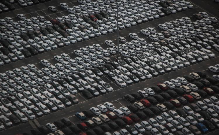 Почему бесплатные парковки вредят городам: мнение эксперта