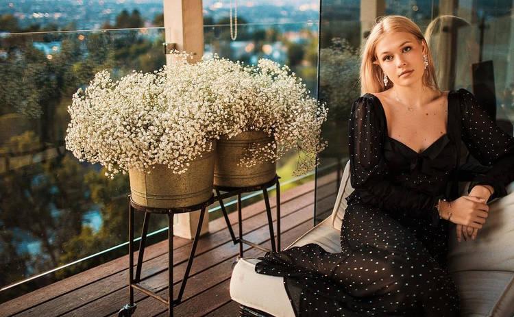 Дочь Веры Брежневой засыпала Сеть пикантными фото с гостиничного номера