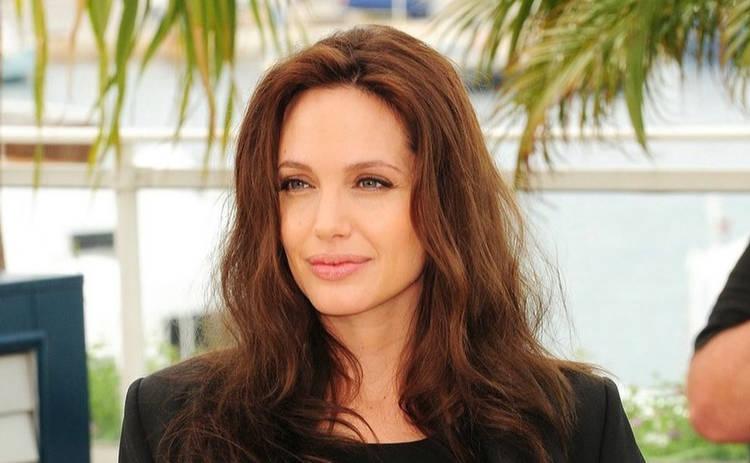 Анджелина Джоли оказалась в центре скандала из-за дочери