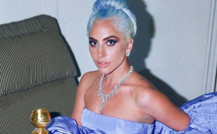 Леди Гага поделилась пикантным постельным снимком и заинтриговала ужином при свечах