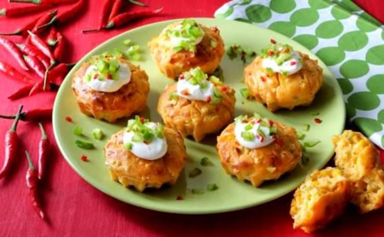 Нежная закуска! Ароматные кукурузно-сырные кексы (рецепт)