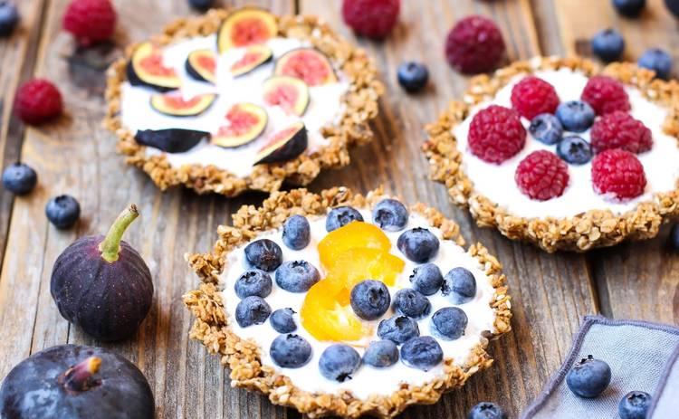 Легкий и полезный десерт без сахара! Тарталетки с йогуртом и ягодами (рецепт)