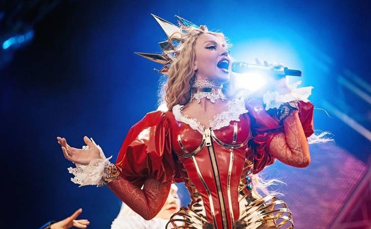 Оля Полякова взорвала Сеть снимками в провокационном бикини: «Что за мода на эти трусы?»