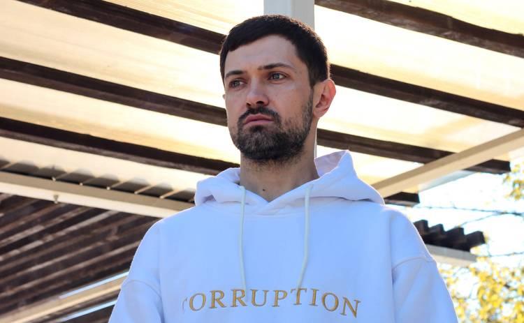 Фронтмен группы BAHROMA Роман Бахарев о новом составе и концерте в троллейбусе