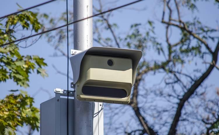 Девушка из Америки смогла обмануть дорожные камеры очень необычным способом
