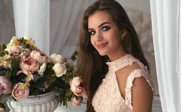 Жена Дмитрия Комарова произвела фурор откровенным нарядом без нижнего белья