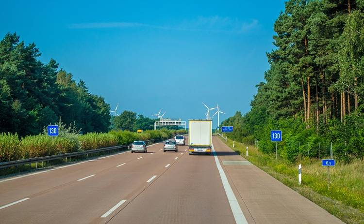 Главные правила поведения на трассе: водителям на заметку