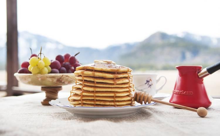 Американские панкейки с корицей на завтрак (рецепт)