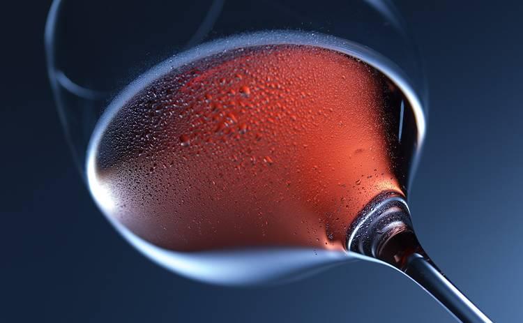 Назван алкогольный напиток, противостоящий ожирению