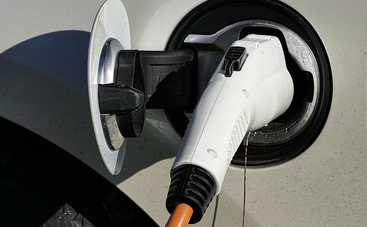Почему не стоит заряжать электромобиль неоригинальными подзарядками