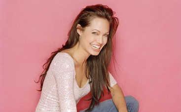 Анджелина Джоли обнажилась ради рекламы парфюма