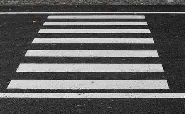 В столице появился пешеходный переход со светящейся разметкой