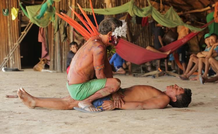 Мир наизнанку: Дмитрий Комаров стал первым в мире журналистом, попавшим к дикому племени Яномами