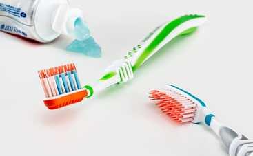 Средства по уходу за зубами, на которые не стоит тратить деньги