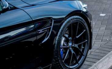 BMW опять удивляет: самый черный кроссовер в мире