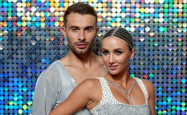 Анна Ризатдинова в эротическом наряде возбудила публику страстным танцем под дождем
