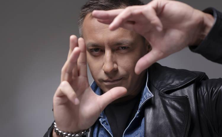 Украинский певец разшифровал формулу любви в новой песне