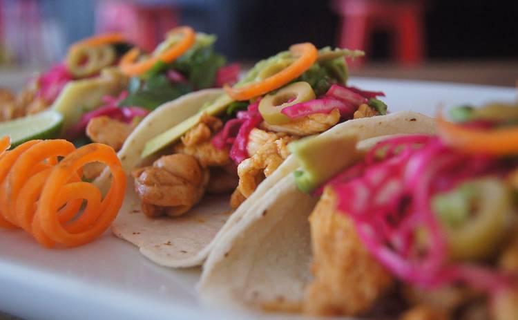 Мексиканская кухня: кесадилья с курицей и чеддером (рецепт)
