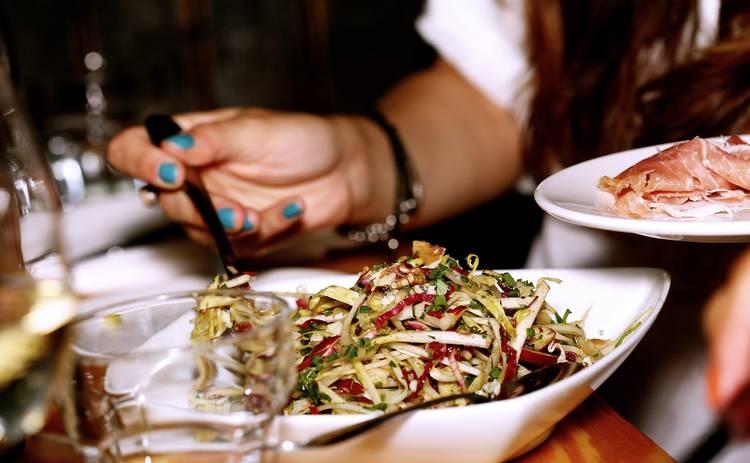 Праздничный салат на скорую руку (рецепт)