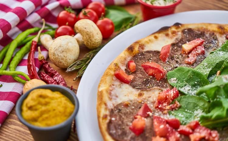 Салат с макаронами, салями и помидорами (рецепт)